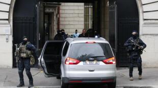 Transfèrement à Paris d'un proche de Salah Abdeslam, le 20 mai 2016.