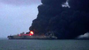 Long de 274 mètres, le tanker Sanchi a pris feu à la suite de sa collision avec un navire de fret chinois.