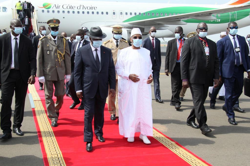 Le président du Mali, Ibrahim Boubacar Keïta, avec son homologue ivoirien, Alassane Ouattara, le 23 juillet 2020, à Bamako.