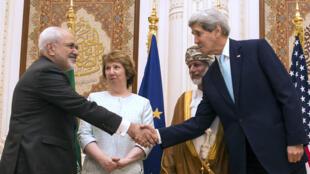 Le chef de la diplomatie iranienne Mohammad Javad Zarif et son homologue américain John Kerry, le 9 novembre 2014.