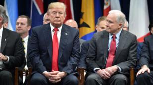 Le ministre américain de la Justice, Jeff Session, est toujours resté fidèle au président Donald Trump malgré les innombrables critiques de celui-ci à son égard.
