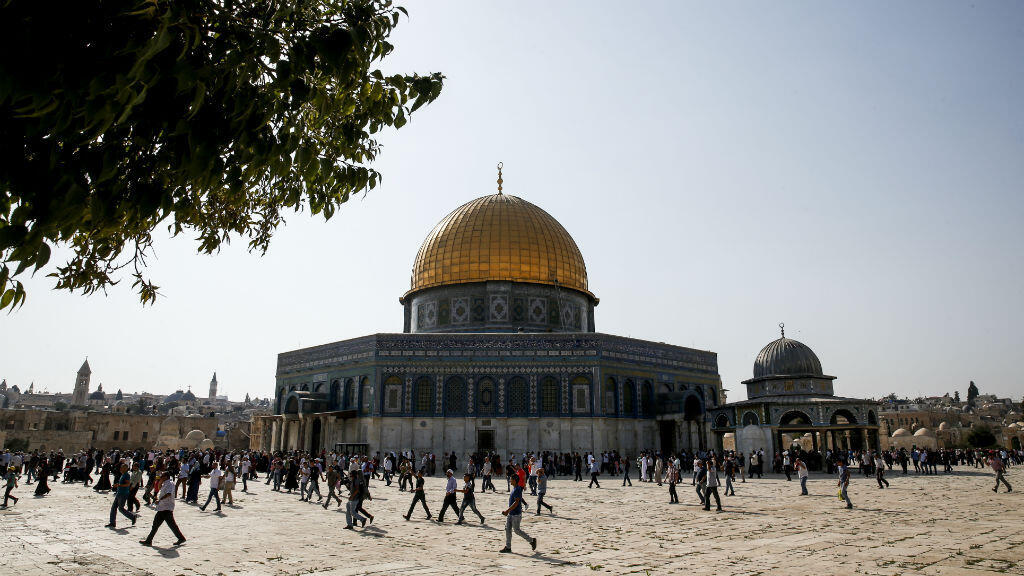 Des milliers de musulmans investissent l'esplanade des Mosquées, pour la première fois en deux semaines, jeudi 27 juillet.