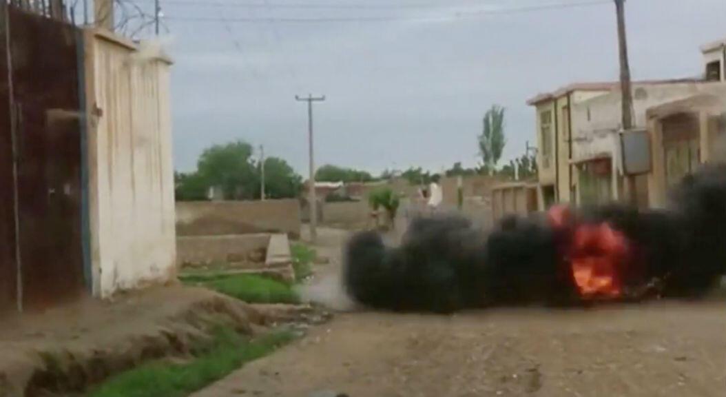 Se observa una explosión durante un fuerte tiroteo entre las fuerzas del Talibán y el ejército afgano, en Kunduz, Afganistán, el 31 de agosto de 2019. Imagen tomada de un video obtenido por Reuters.