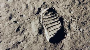 Empreinte de botte de Buzz Aldrin sur la surface de la Lune.