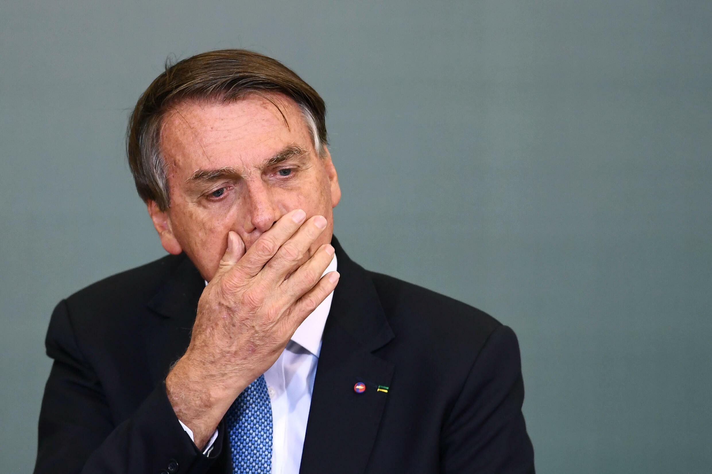 """Bolsonaro dijo en su programa semanal de Facebook que, si se cancelaba su veto, los promotores de la ley tendrían que """"arreglárselas"""" para encontrar los fondos para la distribución gratuita de las toallas sanitarias"""