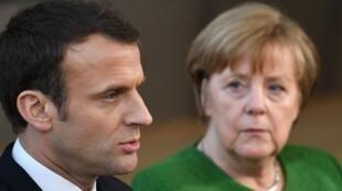 المستشارة الألمانية أنغيلا ميركل مع الرئيس الفرنسي إيمانويل ماكرون
