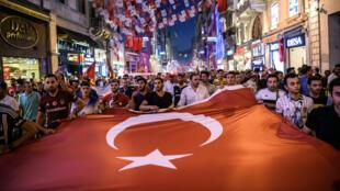 جانب من المظاهرات الداعمة للرئيس أردوغان