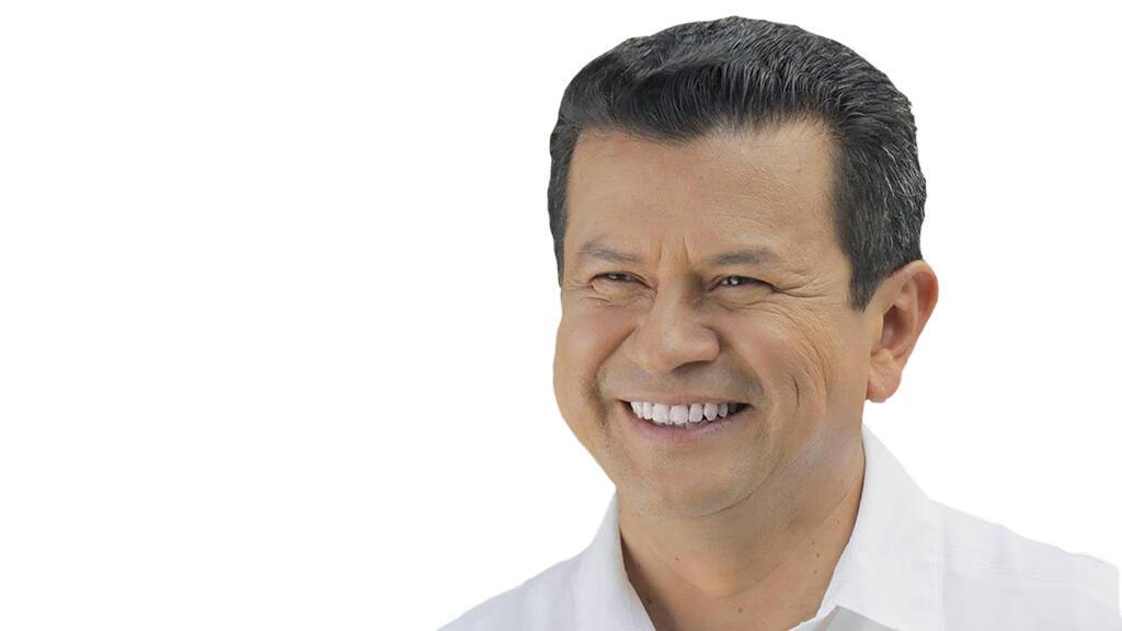 Como candidato del Farabundo Martí de Liberación Nacional (FMLN), Martínez se ha distanciado levemente de firmes posturas de su partido de respaldar al Gobierno de Daniel Ortega y Nicolás Maduro.