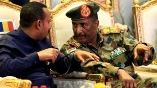 رئيس المجلس العسكري السوداني عبد الفتاح البرهان ورئيس وزراء أثيوبيا أبيي أحمد.