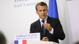 Emmanuel Macron a donné une conférence de presse jeudi 9 novembre 2017, au dernier jour de sa visite aux Émirats arabes unis.