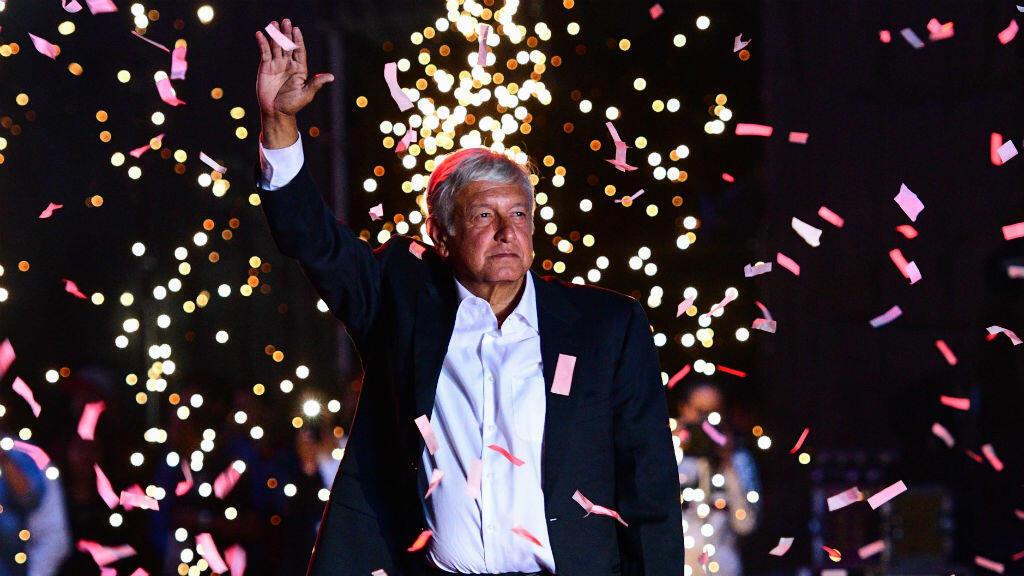 """""""Ensemble, nous ferons l'histoire"""" promet la coalition dirigée par Andre Manuel Lopez Obrador, dit Amlo."""