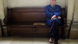 L'écrivain français Jean Raspail à l'intérieur du tribunal correctionnel de Paris, le 16 septembre 2005.
