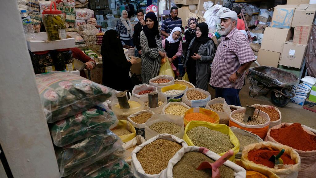 El domingo 5 de mayo, muchos libios salieron a abastecerse en los mercados del país, a pocas horas del inicio del Ramadán.