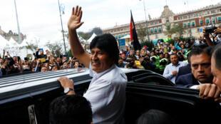Evo-Morales-saluda-desde-Mexico-Reuters