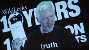 Julian Assange, fondateur de WikiLeaks, doit répondre à la justice au sujet d'une affaire de viol datant de 2010.