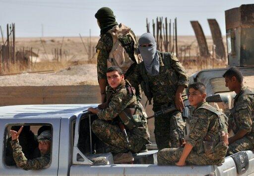 مقاتلون من وحدات حماية الشعب الكردية في الحسكة