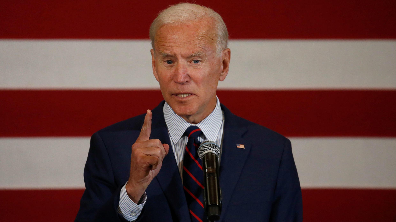 El aspirante a la nominación demócrata a la presidencia estadounidense de 2020 Joe Biden, habla en una reunión de campaña en Rochester, New Hampshire, EE. UU., 9 de octubre de 2019.