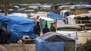 مخيم كاليه العشوائي للمهاجرين