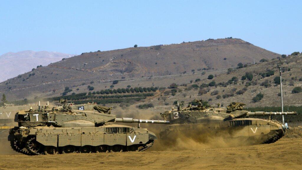 Archivo: Tanques israelíes en los Altos del Golán, cerca de la frontera sirio-israelí