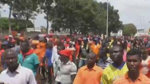 L'opposition demande que le nombre de mandats présidentiels soit limité à deux et réclame la démission de Faure Gnassinbgé.