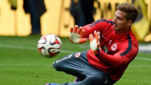 Kevin Trapp à l'échauffement avant une rencontre entre le Borussia Dortmund et Eintracht Francfort, le 25 avril 2015