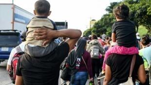 La caravana de migrantes que salió hacia Estados Unidos en San Pedro Sula, en Honduras, el 13 de octubre de 2018