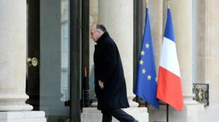 Le ministre de l'Intérieur Bernard Cazeneuve arrive à l'Élysée, mardi 22 mars, après les explosions à Bruxelles.