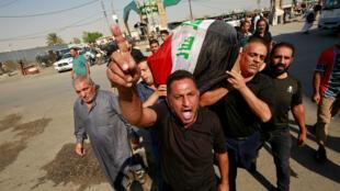 Funérailles d'un manifestant tué lors d'un rassemblement contre le pouvoir irakien, à Najaf, le 5 novembre.