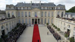 Vue générale de la passation de pouvoir entre Nicolas Sarkozy et François Hollande, le 15 mai 2012.