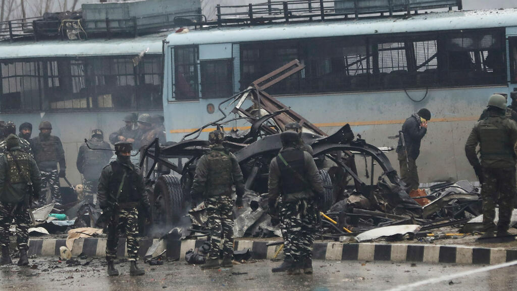 Dozens killed in Indian Kashmir suicide bomb attack