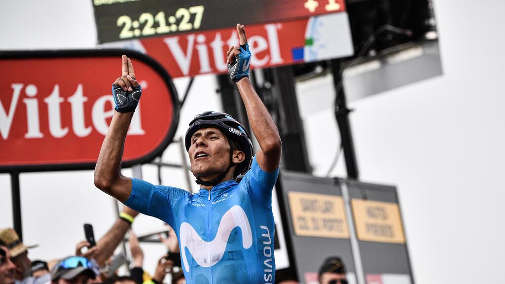El pedalista colombiano Nairo Quintana celebra la victoria en la etapa 17 del Tour de Francia el 25 de julio de 2018.