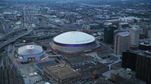Vue du Superdome où des milliers d'habitants de la Nouvelle-Orléans, à majorité noire, avaient trouvé refuge lors du passage de Katrina