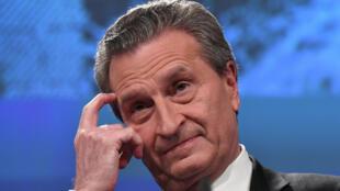 Le commissaire européen au Budget, Günther Oettinger, a été critiqué de toutes parts après sa sortie sur l'Italie.