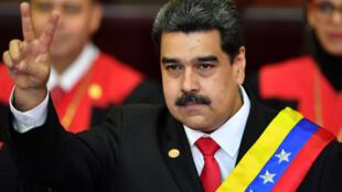 Le président Nicolas Maduro prêtant serment, jeudi 10 janvier, à Caracas.