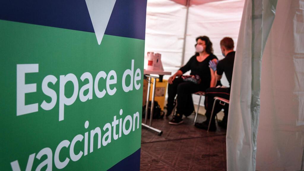 """Covid-19 : la vaccination ouverte à tous """"s'il reste des doses"""" dès le 12 mai"""
