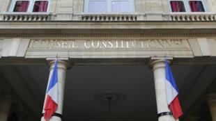 À l'heure du débat sur la lutte antiterroriste, le Conseil constituionnel a validé la déchéance de nationalité des binationaux.