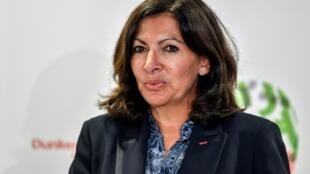 رئيسة بلدية باريس آن هيدالغو في دونكيرك في شمال فرنسا في 30 ت1/أكتوبر 2018