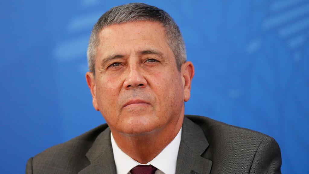 Water Braga Netto es el el ministro de la Casa Civil de Brasil y coordinador del comité para supervisar la expansión del Covid-19. Aquí está en una rueda de prensa en Brasilia, el 3 de abril de 2020.