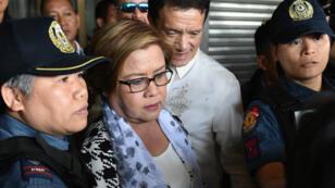 La sénatrice Leila de Lima lors de son arrestation à Manille, le 24 février 2017.