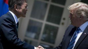 Les présidents sud-coréen Moon Jae-in et américain Donald Trump, le 30 juin 2017, à Washington.