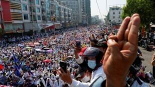 2021-02-22T054042Z_545065808_RC2HXL9P29XH_RTRMADP_3_MYANMAR-POLITICS (1)