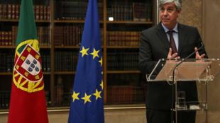Mario Centeno da una rueda de prensa tras una reunión por videoconferencia con los demás ministros de Finanzas de la UE, el 4 de marzo de 2020 en Lisboa