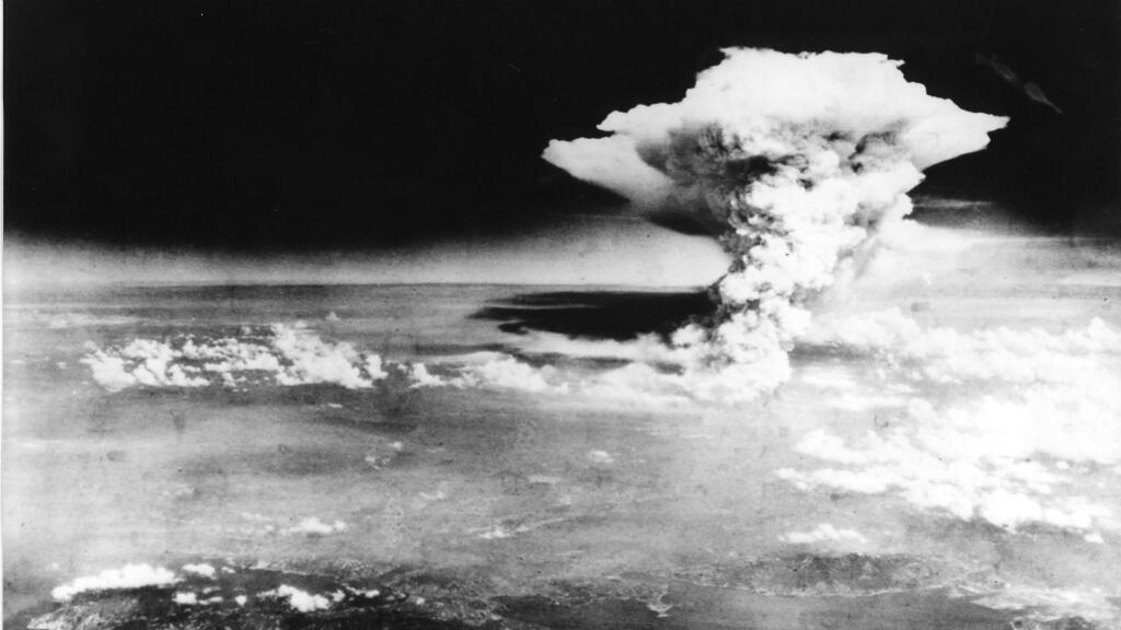 La nube atómica sobre la ciudad japonesa de Hiroshima, 6 de agosto de 1945, fotografiada por el ejército de Estados Unidos.