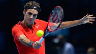 Roger Federer lors de la demi-finale du Masters contre Stanislas Wawrinka, le 15 novembre 2014 à Londres