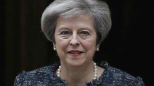 Theresa May sortant du 10 Downing Street le 3 mai 2017.