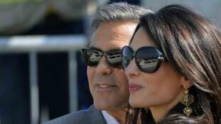 جورج كلوني برفقة زوجته المحامية البريطانية من أصل لبناني أمل علم الدين