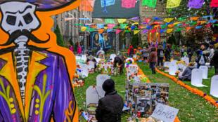 La comunidad mexicoamericana de Pilsen celebra el Día de Muertos en Chicago, Illinois, Estados Unidos, el 2 de noviembre de 2019.