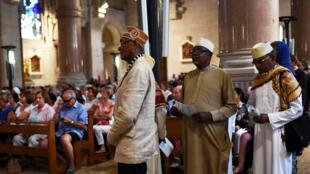La communauté musulmane comorienne, présente à la messe d'hommage au Père Hamel, le 26 juillet, à la basilique du Sacré-coeur de Marseille.