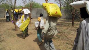 À Kolofata, dans le nord du Cameroun, l'aide humanitaire s'organise malgré le manque de moyens.