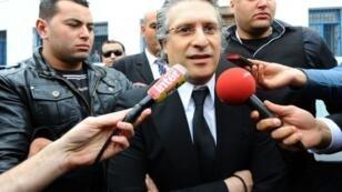 نبيل القروي، مؤسس قناة نسمة الخاصة، يغادر مبنى محكمة في تونس، 19 نيسان/أبريل 2012